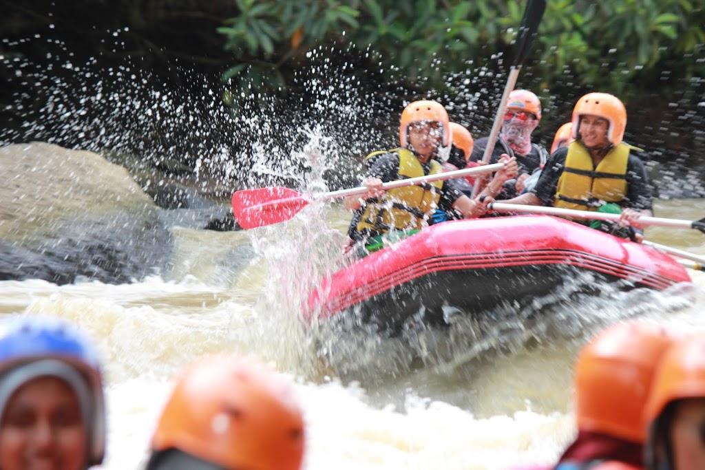 Jelajah Sungai Way Besai - Full Day Rafting Bersama WB